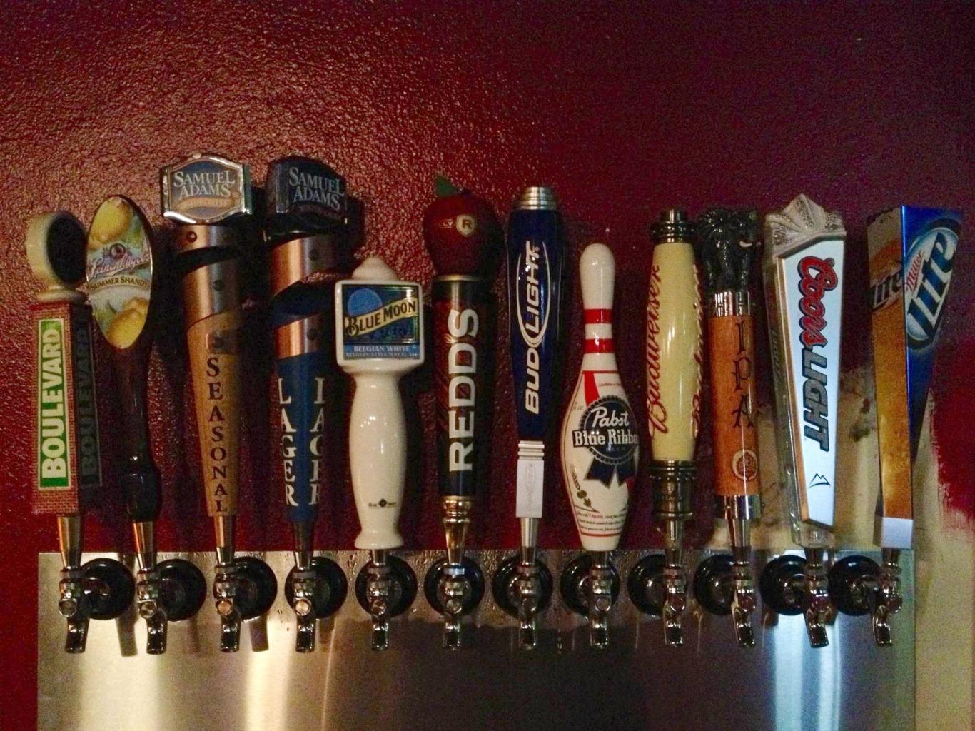 Sport_Bowl_beer_taps